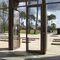 puerta de entrada / abatible / de aluminio / acristalada