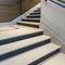 escalera recta / con peldaños de piedra / con contrahuellas / tradicional