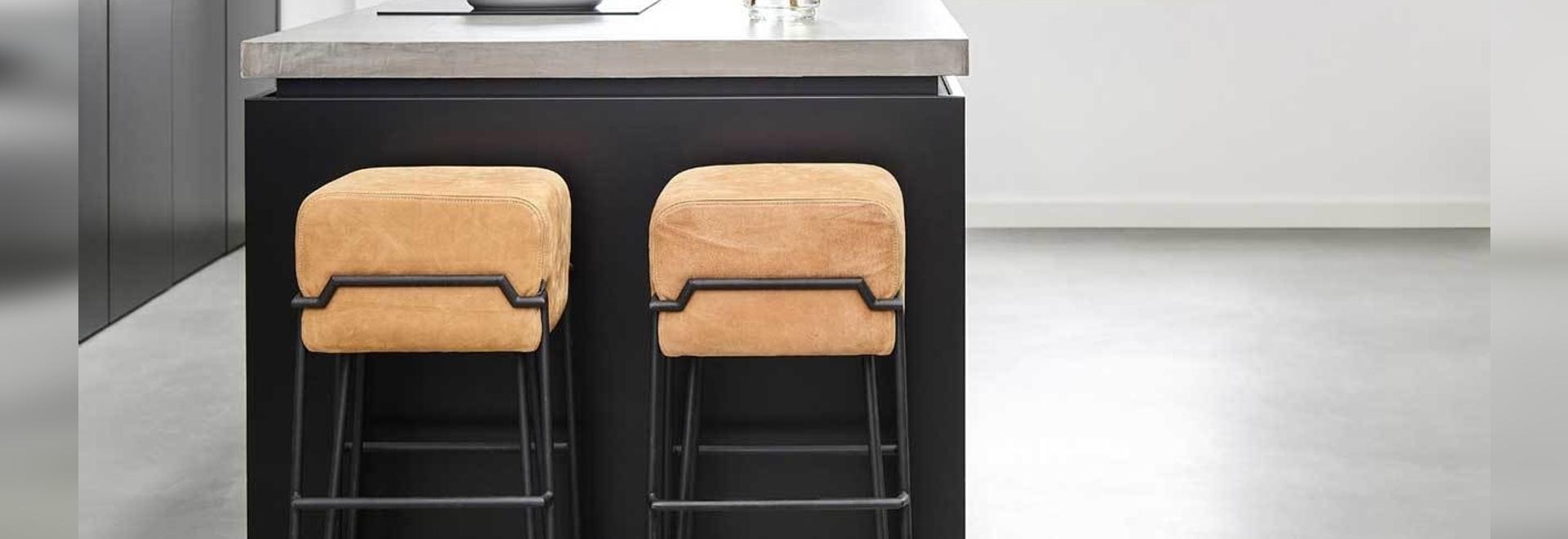 6 modernos taburetes de bar que alejarán a tu familia del televisor para cenar
