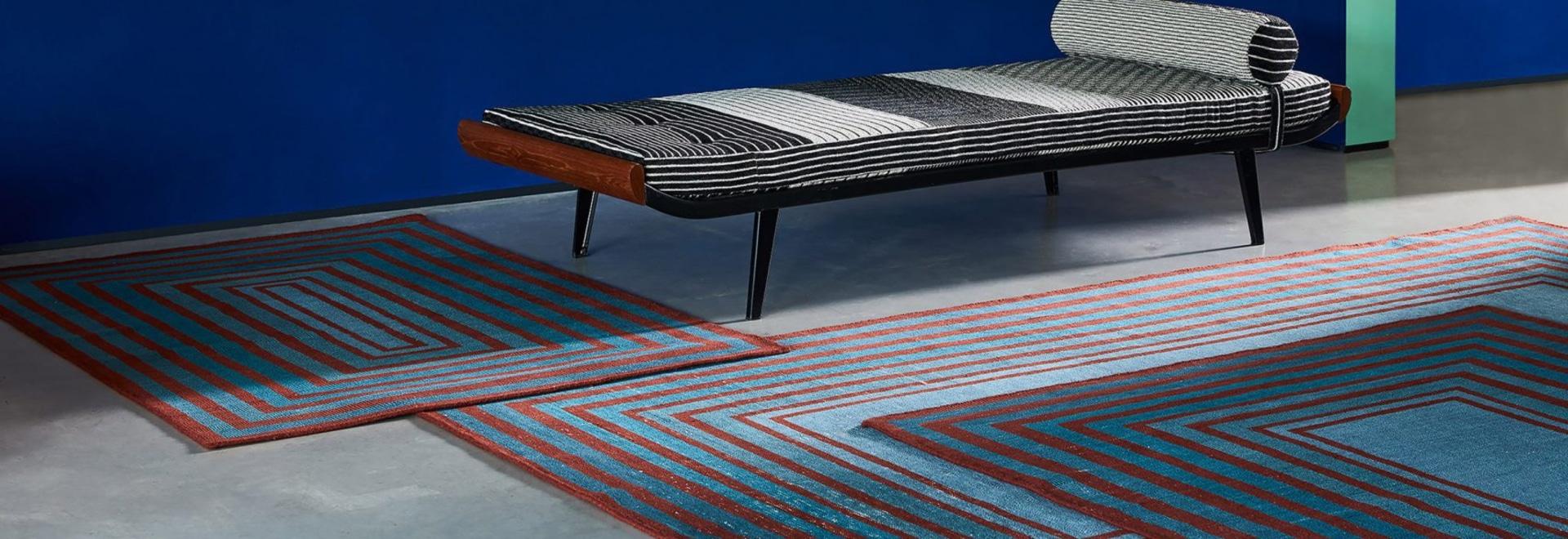 "Las alfombras modulares de Sebastian Wrong pueden ser conectadas en un ""campo sin fin"""