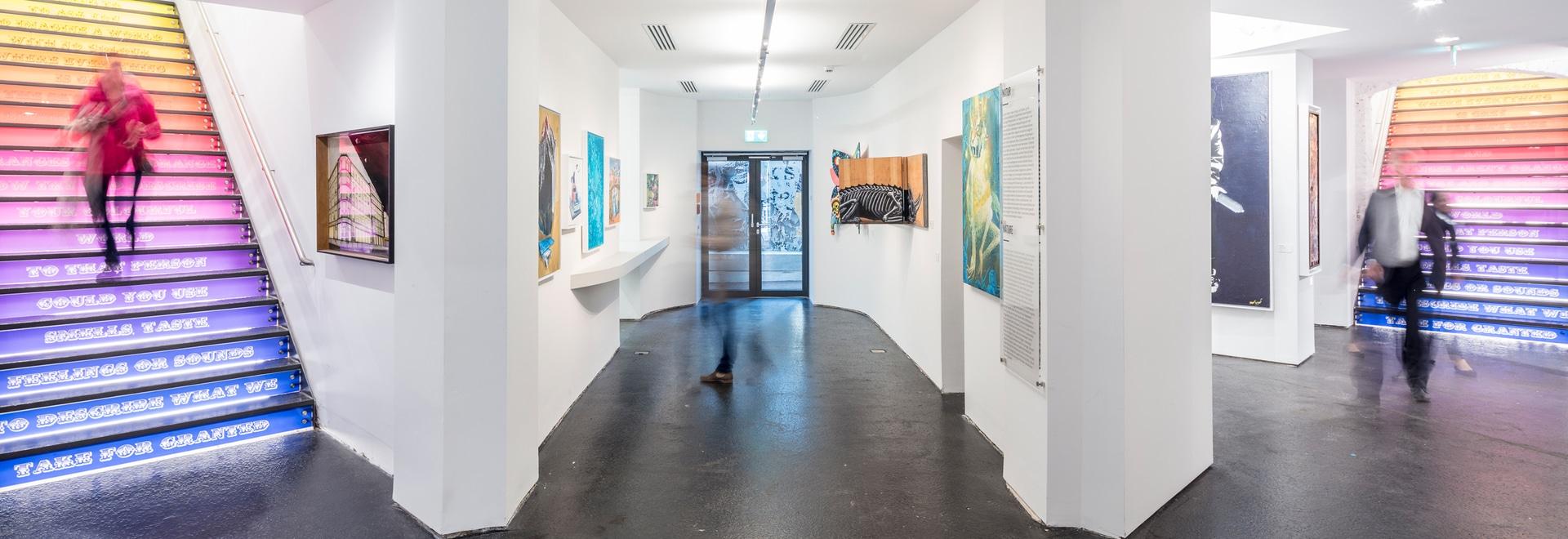 """Arte contemporáneo en foco: Zumtobel ilumina la """"NACIÓN URBANA"""" – el museo de arte urbano único en Berlín"""