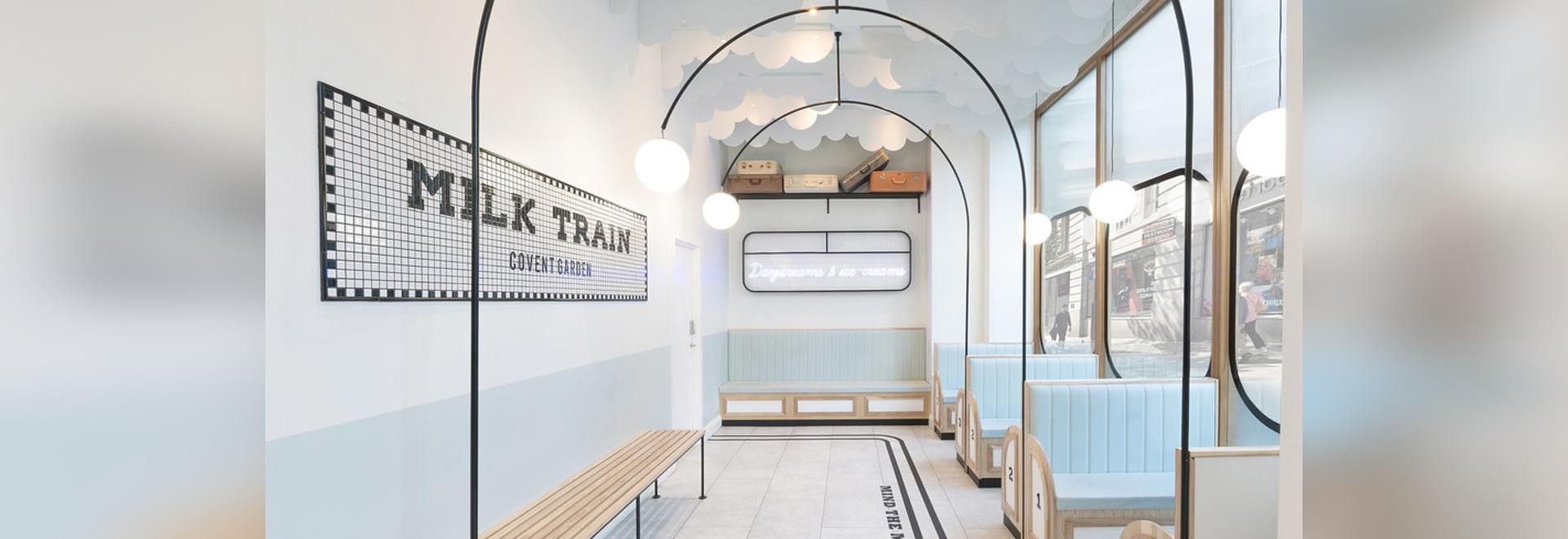 El café del helado del tren de leche fue inspirado por los trenes británicos y sus estaciones