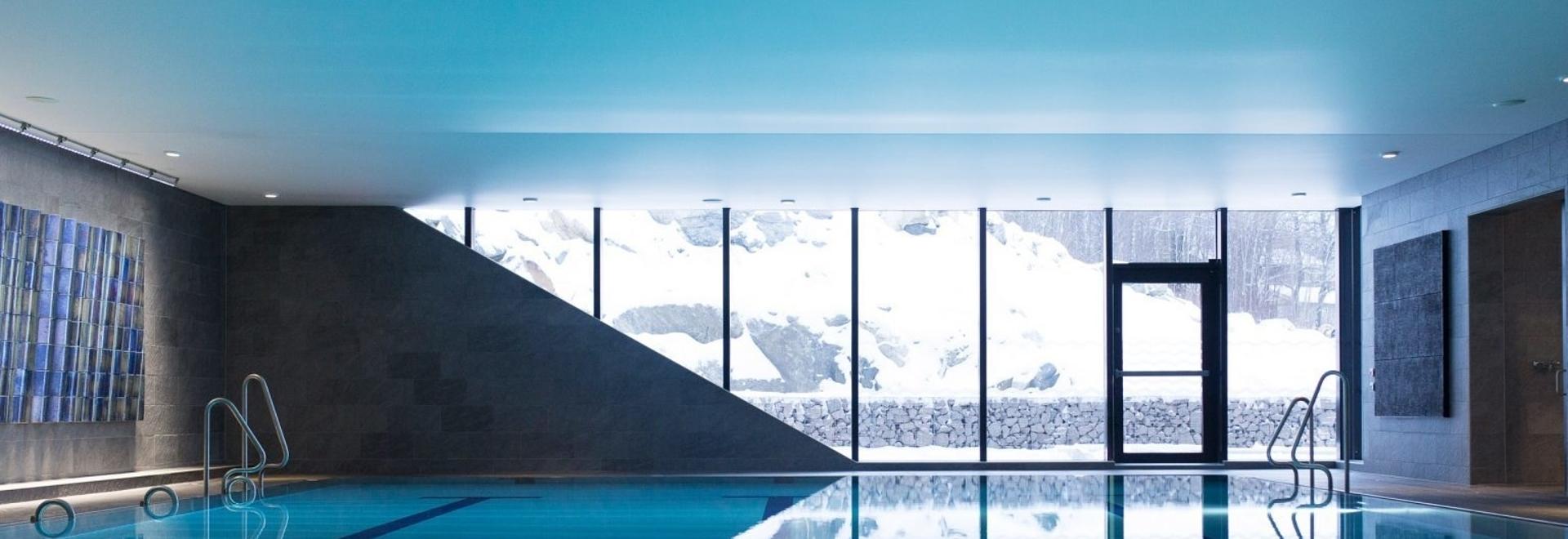 El Centro de Baño y Ocio de Bølgen, de White Arkitekter, está situado sobre un fiordo