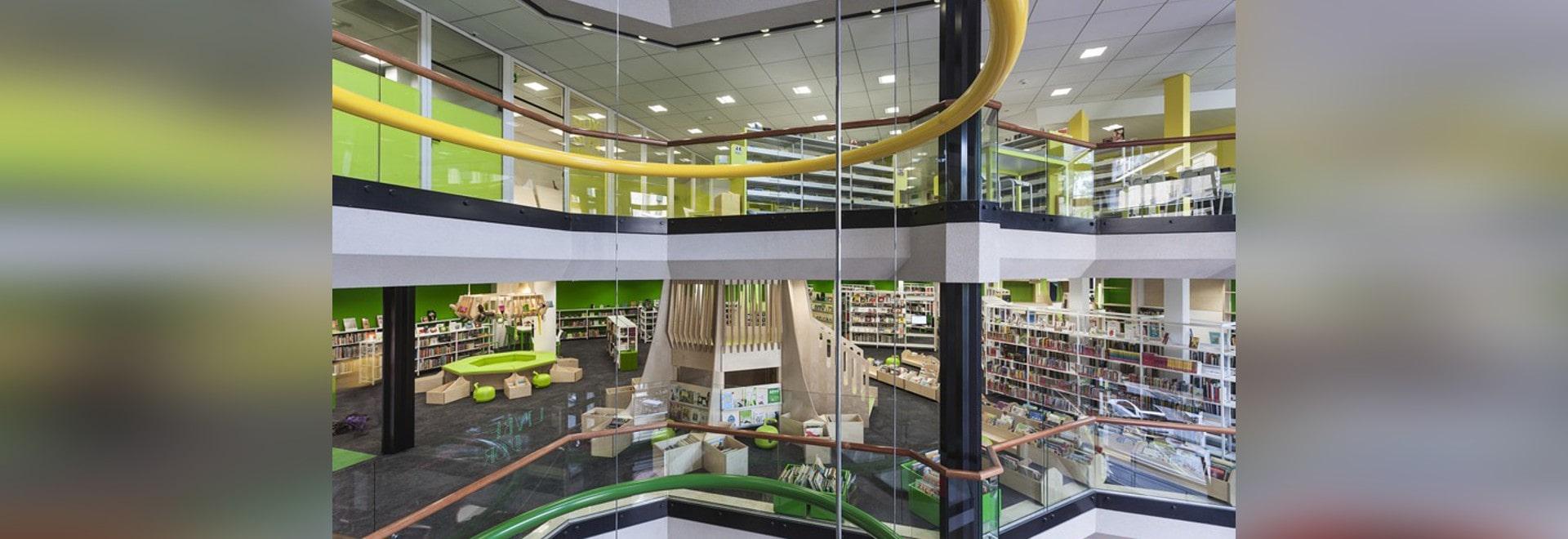 el crasset del matali inyecta color en la renovación de la biblioteca del cité de Ginebra
