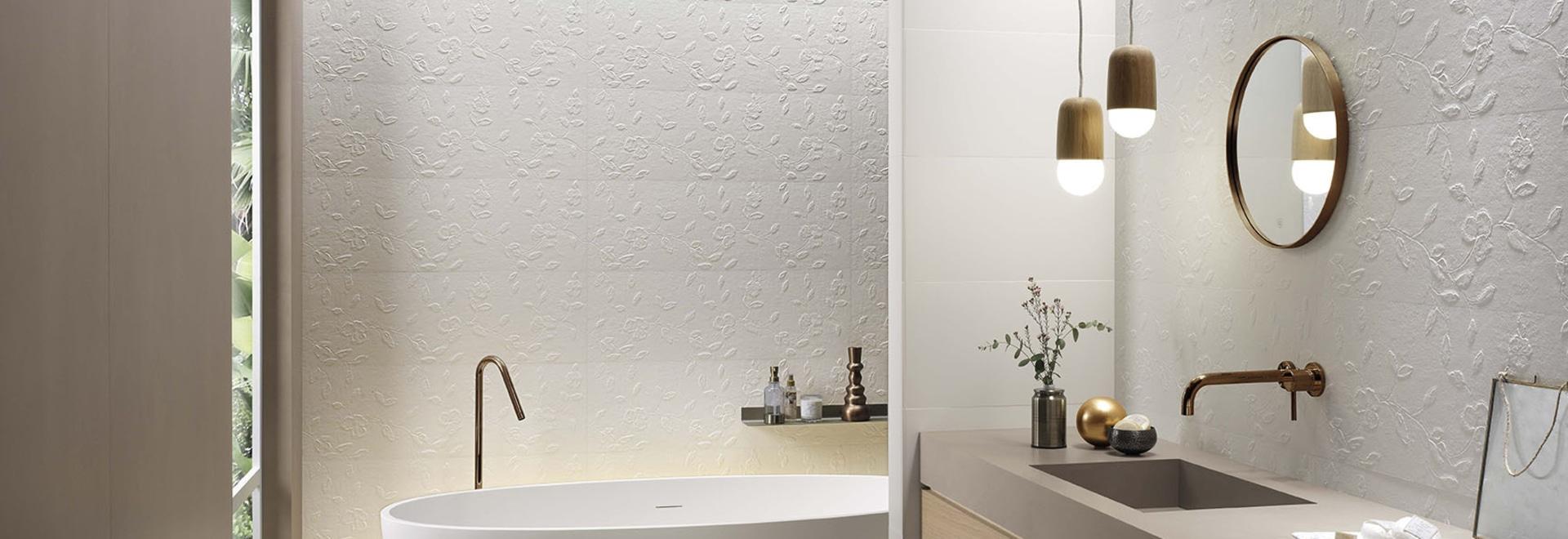 La elegancia atemporal de Lumina juega con los volúmenes y se enriquece con nuevas cerámicas 3D en el formato 30,5x91,5