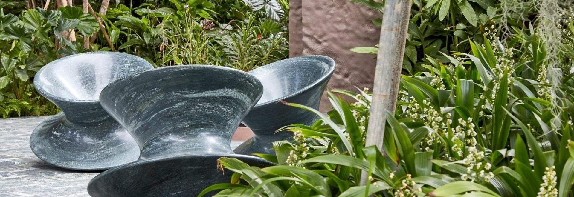 El estudio Heatherwick recrea una silla giratoria en granito