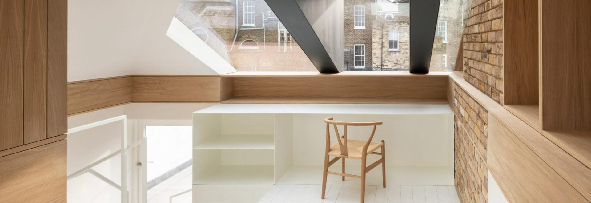 Con Form Architects abre el loft con una buhardilla de cristal y acero