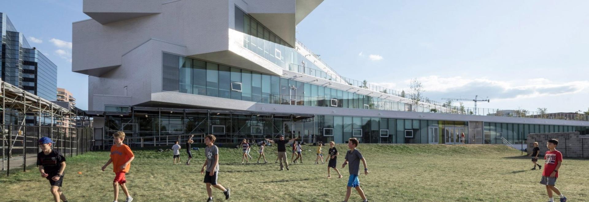 GRANDES diseños retorciendo la escuela de Virginia The Heights