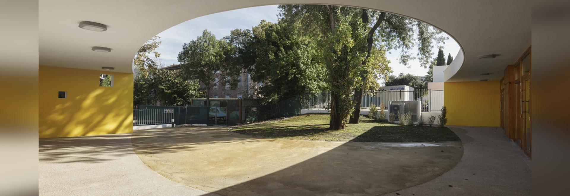 Heams y Miguel Architectes crea a un club extraescolar alrededor de un patio en Cannes