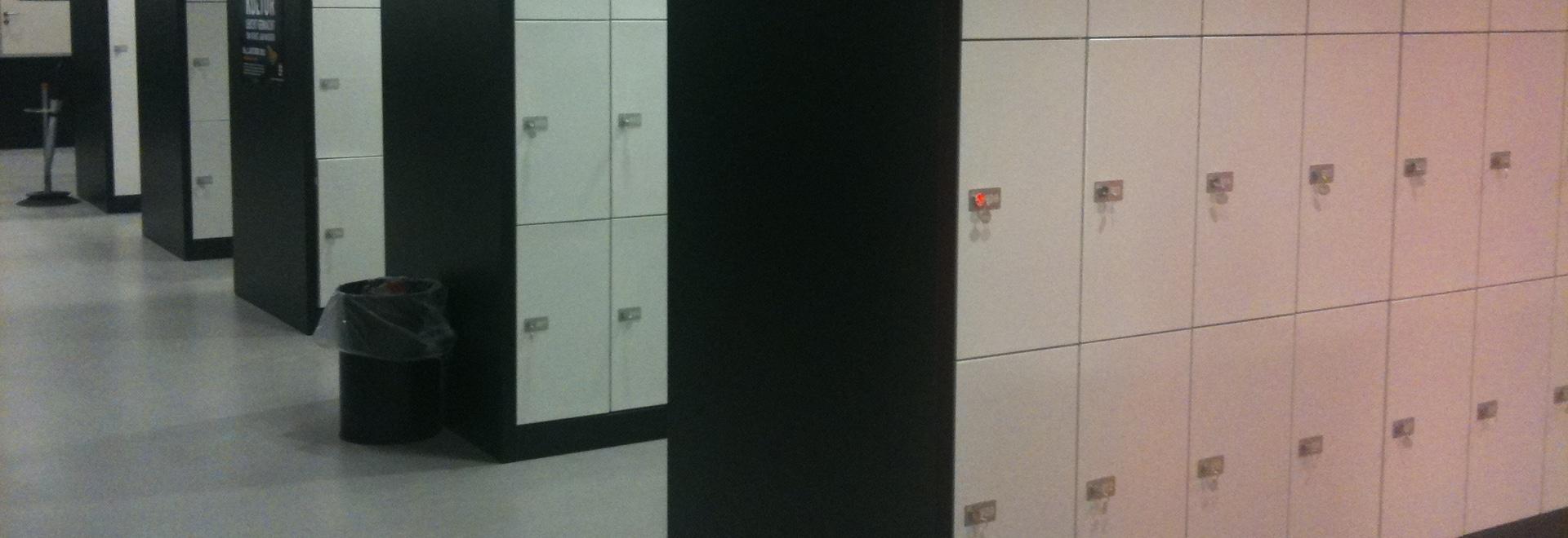 Instalación de los armarios de la escuela