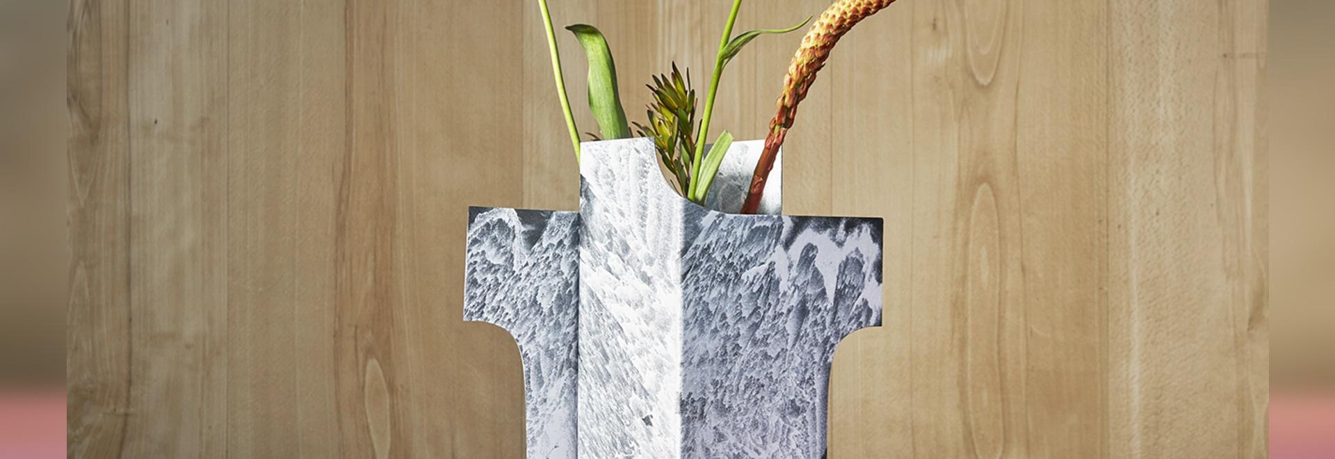 Jenny Nordberg presta una mano artística al proceso de revestimiento en polvo