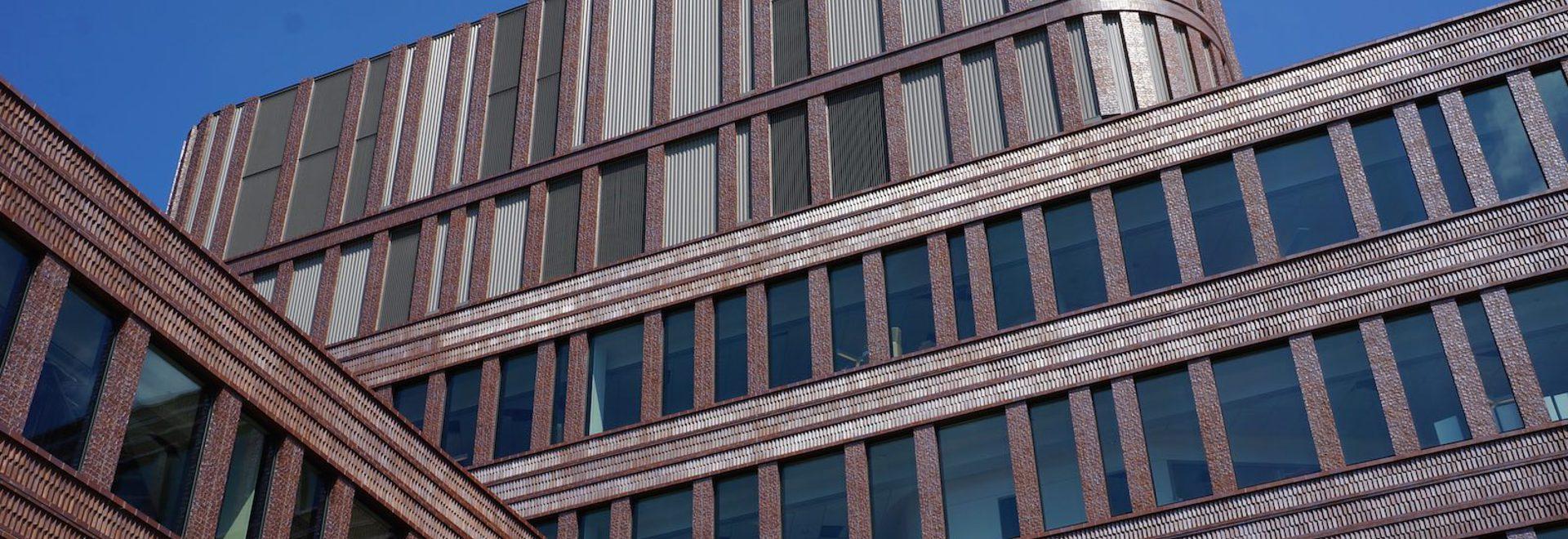 El ladrillo adornado forma un façade sinuoso al nuevo edificio municipal de Bruce C. Bolling. (Toda la cortesía Mecanoo de las fotos a menos que esté indicado de otra manera)