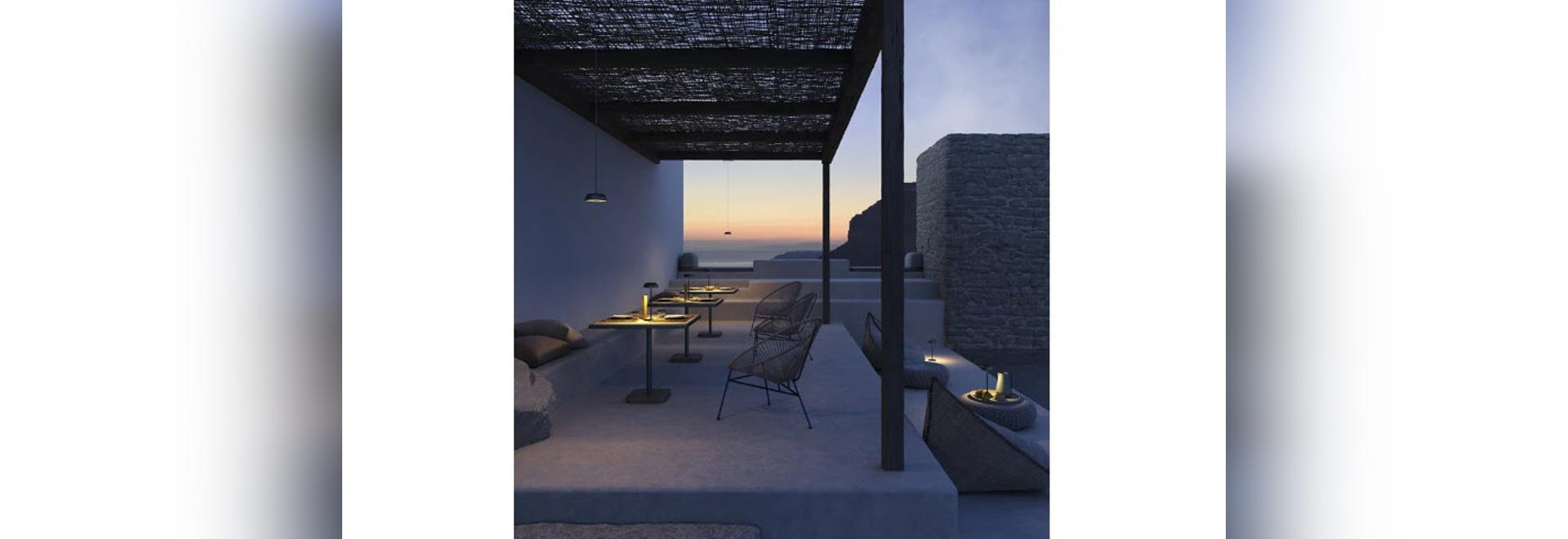 La lámpara flotante portátil Axolight se adapta como luz de pared, piso, mesa y techo
