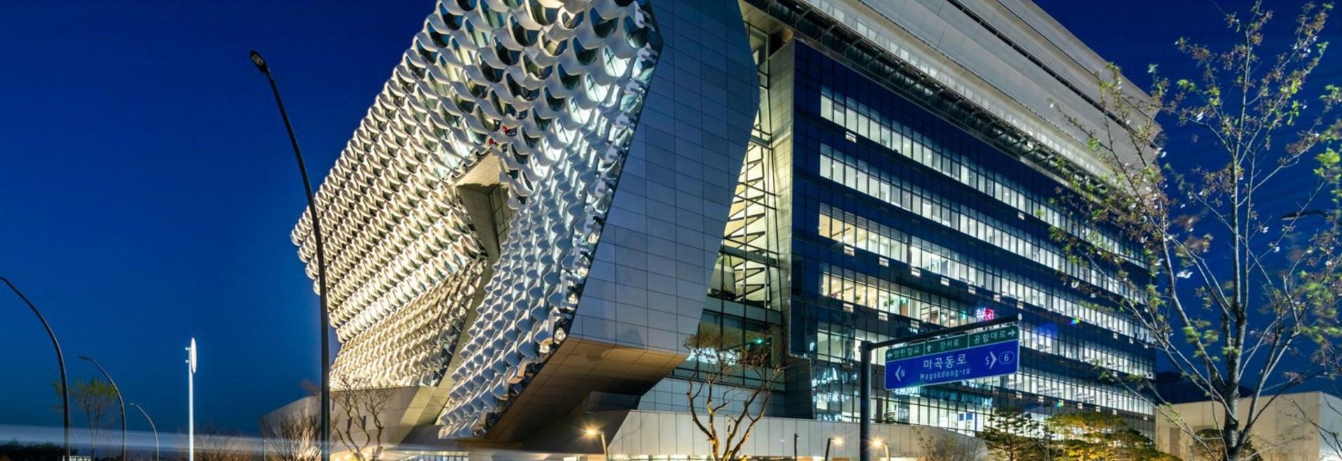 El Morphosis teje la fachada del centro de investigación de la materia textil de la fibra reforzada