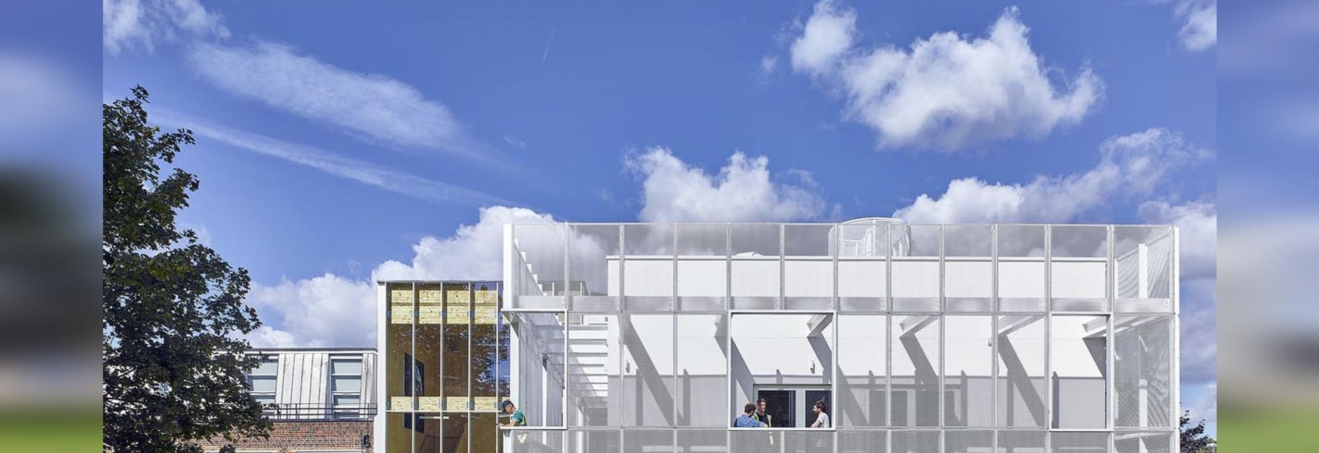 La Oficina de Proyectos Urbanos apoya la educación de STEAM con un edificio escolar recién terminado