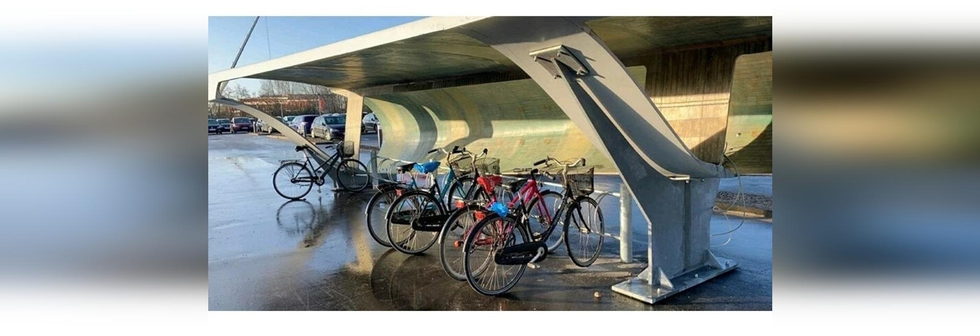 una pala de turbina eólica ha sido reutilizada como aparcamiento para bicicletas en aalborg, dinamarca imagen cortesía de chris yelland
