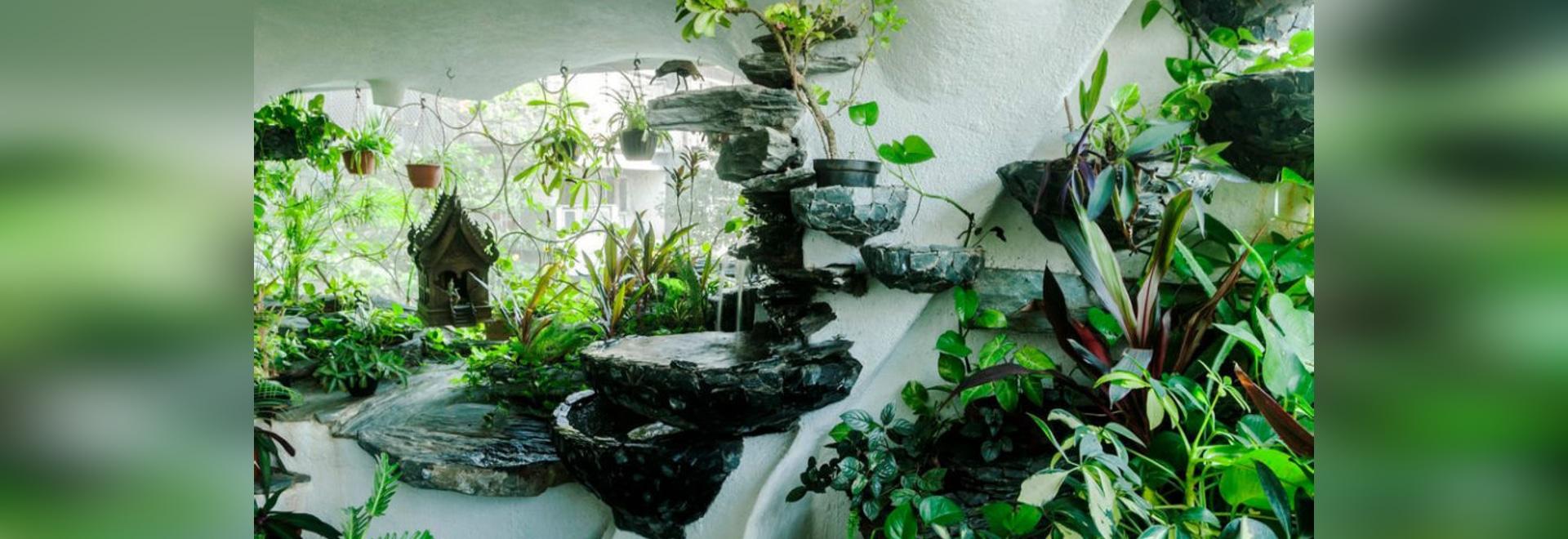 Sala de Jardín: Transformando un apartamento urbano de Mumbai en un exuberante oasis