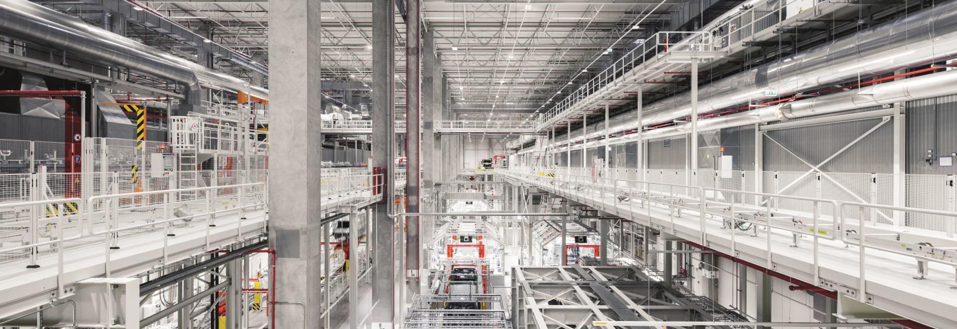 Zumtobel da a eficacia la luz verde en una nueva fábrica pionera del grupo de VW