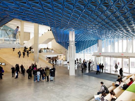 El vidrio sinterizado crea la fachada modelada para el centro del estudiante universitario de Ryerson de Snøhetta
