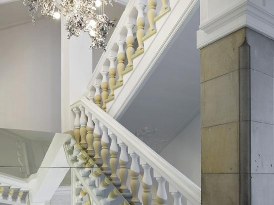 Bocci transforma el palacio de justicia de Berlín en estudio y salón de muestras basados en los satélites