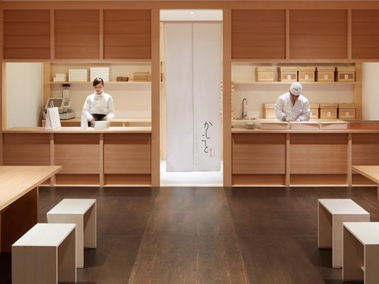 Wataru Kumano convierte la fábrica japonesa averiada en tienda dulce