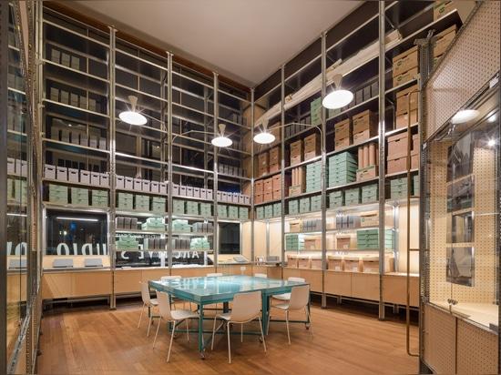 El nuevo archivo del centro de Southbank por el diseño de Jonatán Tuckey utiliza los años 50 que dejan de lado el sistema