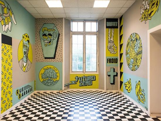 la ciudad anormal pinta el mural roca-temático punky dentro de la escuela de un viejo dentista