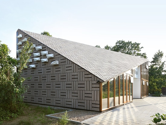¿? ¿centro de la naturaleza? está situado en un diagrama rectangular en el medio de los jardines de la escuela del noord de Amsterdam