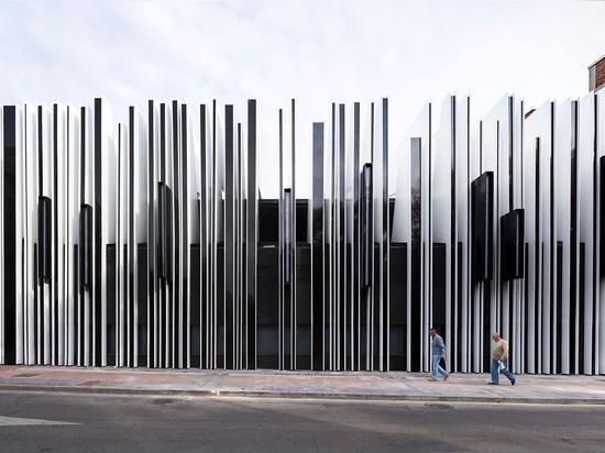 Madrid basó arquitectura que el último trabajo del Uno-cero firme incluye el reajuste de un viejo mercado cubierto en la ciudad histórica de Getafe leyó más en http://www.wallpaper.com/architecture...