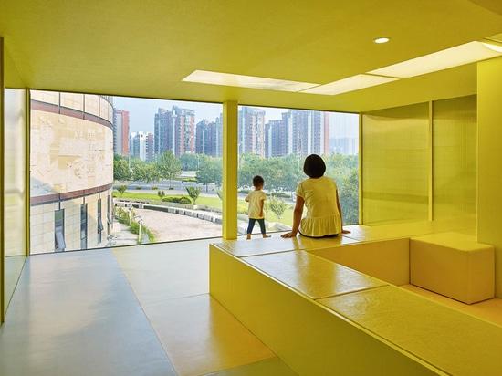 en el tercer piso allí están aprendiendo áreas, un planetario y una casa verde