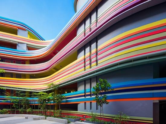 studio505 amplía la escuela en Singapur con colorido arco iris-como la extensión