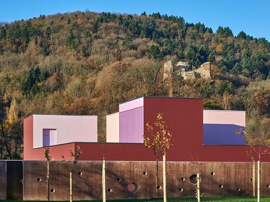 ¿Niños coloridos? castillo de s en el Buhl, Francia, por Dominique Coulon y Associés