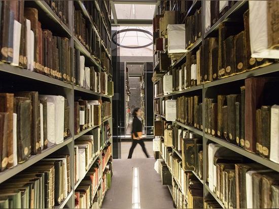 Las estructuras proporcionan las condiciones de almacenaje óptimas para los libros y los manuscritos arcaicos