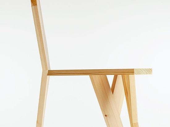 Figueras gana el Premio Catalunya Ecodisseny por la silla Biennale, diseño de Josep Ferrando Bramona