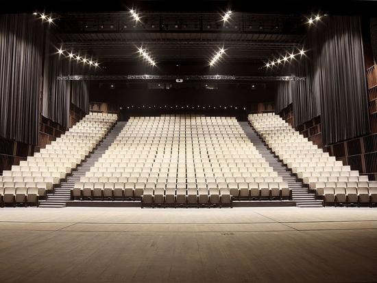 Palais des Congrès  de l'Aube, Función y estética en una trama urbana catalogada