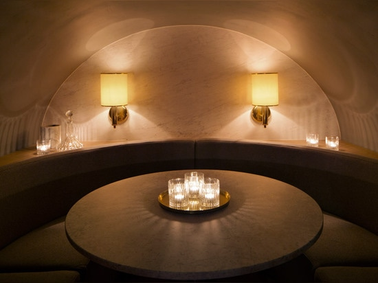 La escoba de Lee aparea el roble y el mármol para el restaurante prostitución-temático de Londres