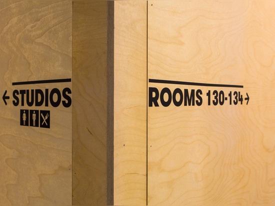 Hawkins \ Brown utiliza particiones de madera para crear el hogar temporal del almacén para el Bartlett