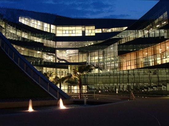 Una azotea verde que remolina remata la universidad técnica magnífica de Nanyang en Singapur