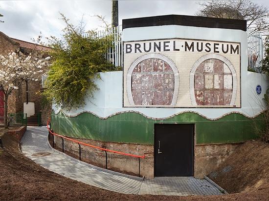 el harmer del tate transforma la pieza del túnel de thames de los brunel en un lugar subterráneo