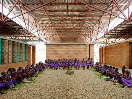 La escuela de las muchachas en Kenema