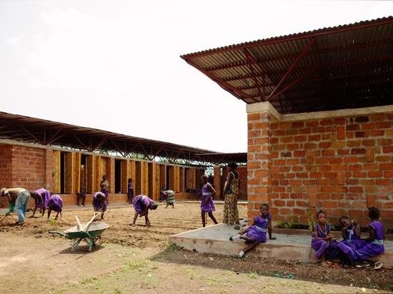 Orkidstudio, la escuela de las muchachas en Kenema