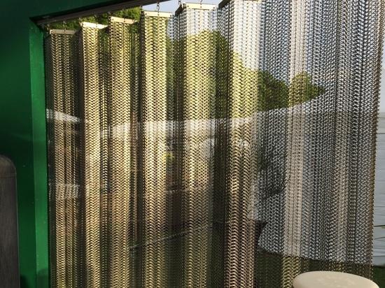 Metal mobil de las cortinas
