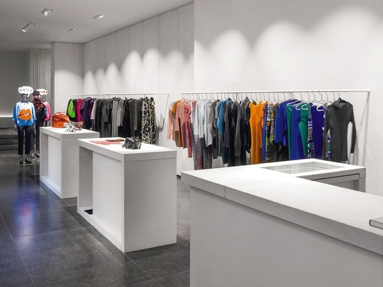 Zumtobel asegura experiencia única del cliente y deja brillo de la tienda del diseñador en nueva luz