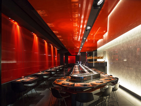 la arquitectura del berarducci de Carlos reconstruye el templo de Kyoto en el restaurante de Roma
