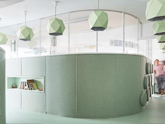 los arquitectos de Daniel Valle remodelan las salas de clase de DSSI en Seul