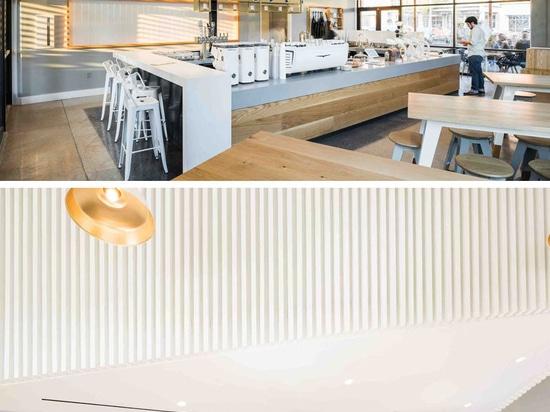 Una combinación de barra del café y del cóctel ha llegado en Tejas