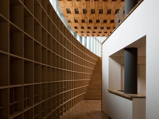 el estudio de los arquitectos del monte Fuji termina la escuela del chiryu con el tejado del barrido