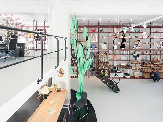 Tienda del concepto de los groos de los diseños de MVRDV con la estantería llena de la altura en Rotterdam