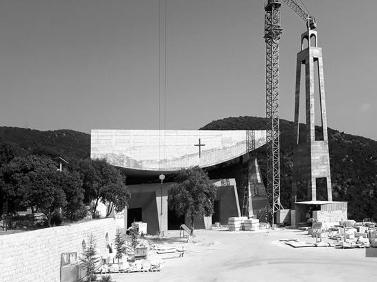 la última iglesia del rafqa del St. de Líbano adopta los principios arquitectónicos de le corbusier