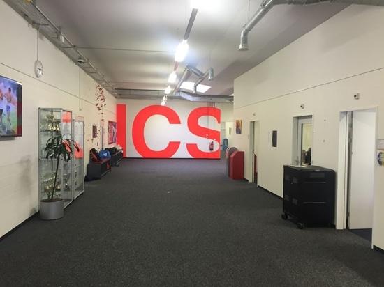 Hall de entrada de la escuela intercomunitaria Zurich